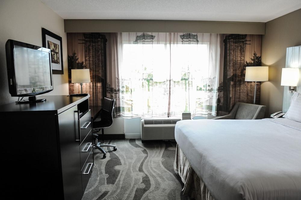 https://i.travelapi.com/hotels/1000000/880000/871300/871240/dd9046f1_z.jpg