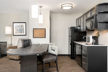 Suite, 1 Bedroom, Accessible (1 King, Comm, Roll Shwr)