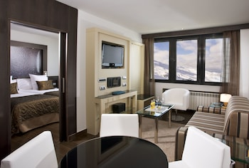 Suite (The Level)