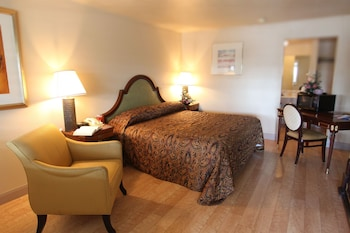Deluxe Room, 2 Queen Beds, Smoking
