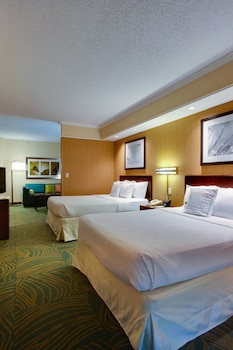 Guestroom at SpringHill Suites by Marriott Savannah I-95 in Savannah