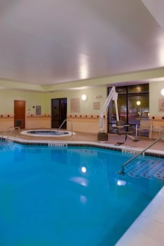 Sports Facility at SpringHill Suites by Marriott Savannah I-95 in Savannah