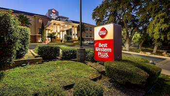 Hotel - Best Western Plus Hill Country Suites