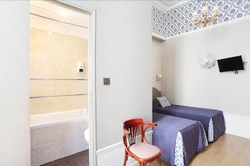 Standard Twin Room, Bathtub