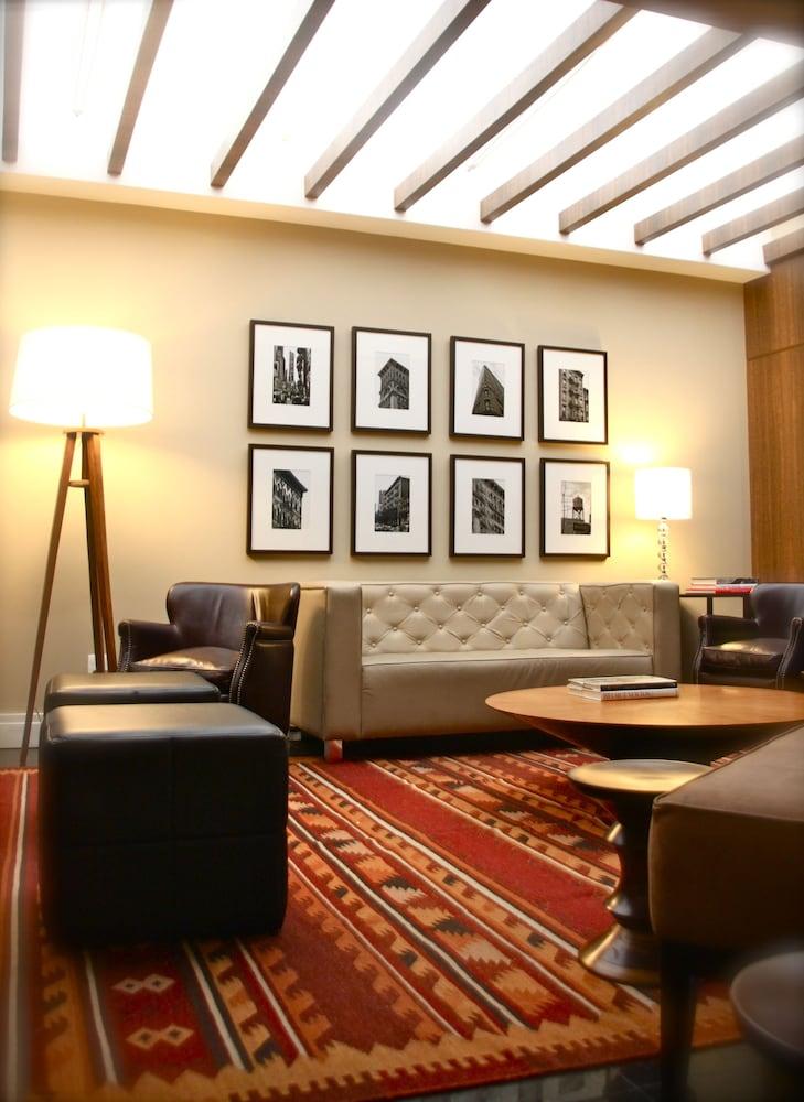 호텔 포르토 다 일하(Hotel Porto da Ilha) Hotel Image 3 - Lobby Sitting Area