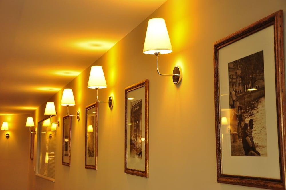 호텔 포르토 다 일하(Hotel Porto da Ilha) Hotel Image 31 - Hallway