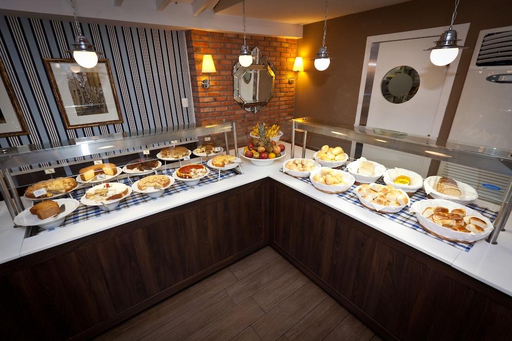 호텔 포르토 다 일하(Hotel Porto da Ilha) Hotel Image 26 - Breakfast Area