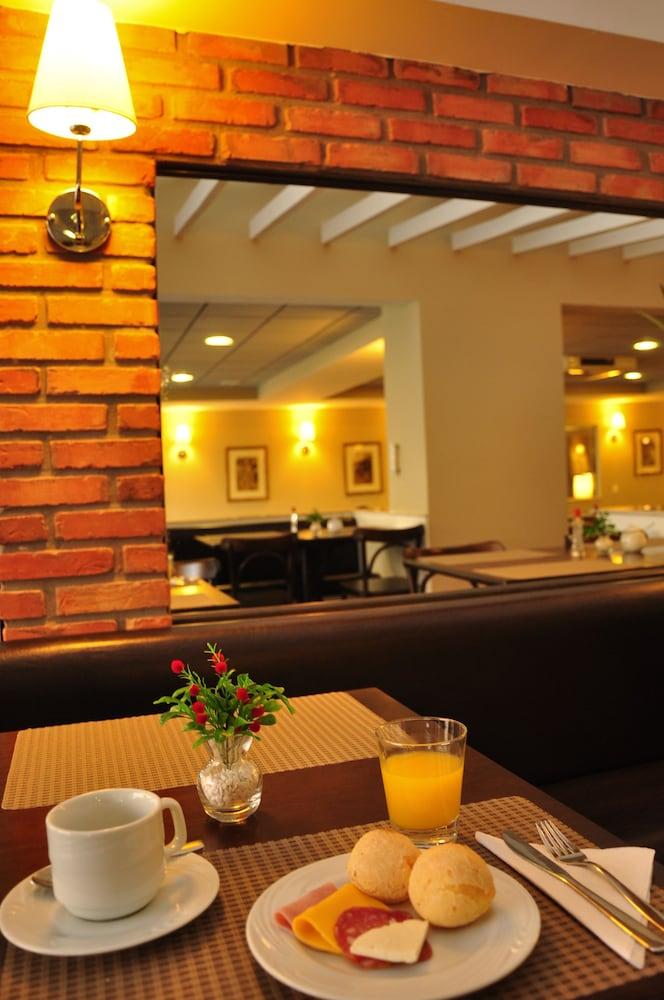 호텔 포르토 다 일하(Hotel Porto da Ilha) Hotel Image 25 - Breakfast Area