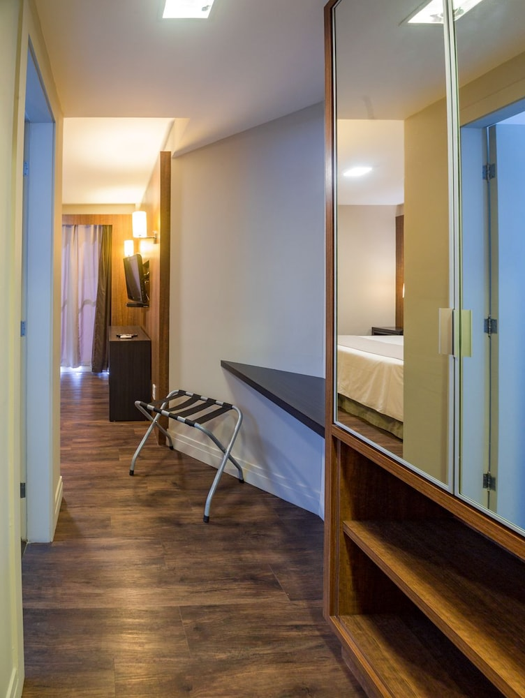 호텔 포르토 다 일하(Hotel Porto da Ilha) Hotel Image 7 - Guestroom