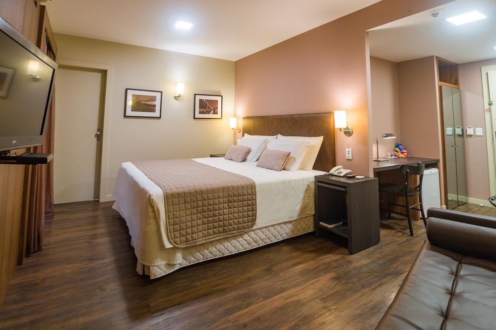 호텔 포르토 다 일하(Hotel Porto da Ilha) Hotel Image 8 - Guestroom