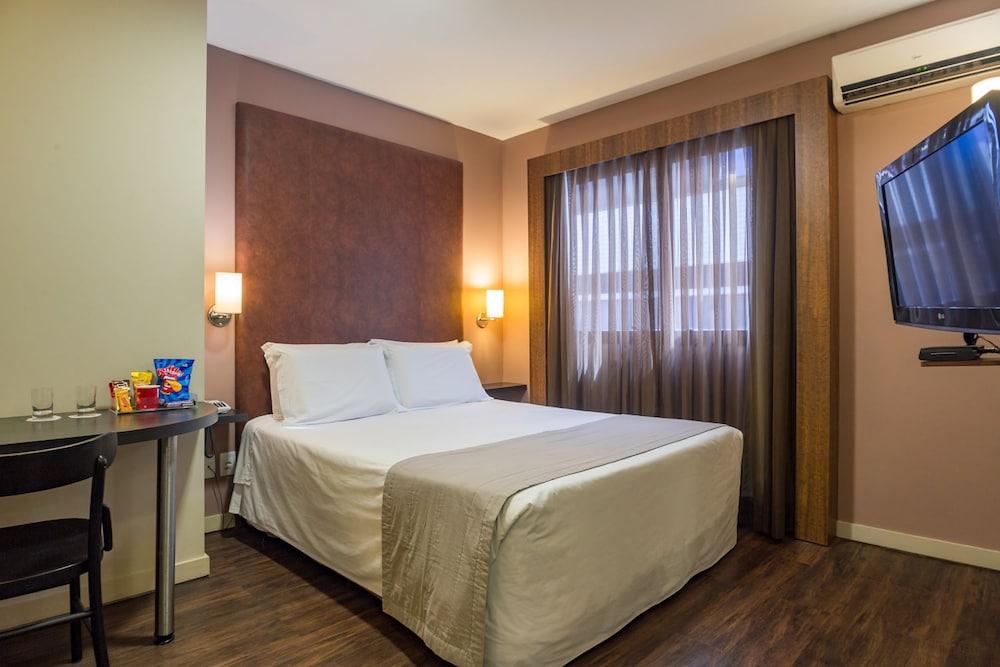 호텔 포르토 다 일하(Hotel Porto da Ilha) Hotel Image 9 - Guestroom