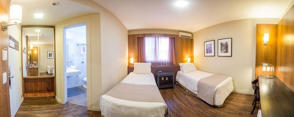 호텔 포르토 다 일하(Hotel Porto da Ilha) Hotel Image 16 - Guestroom