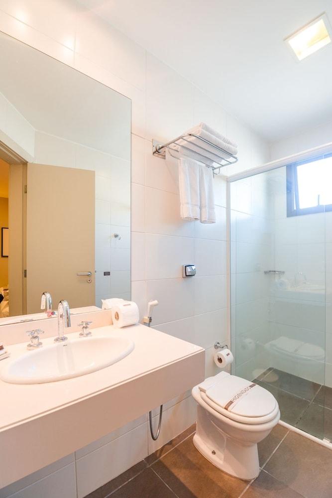 호텔 포르토 다 일하(Hotel Porto da Ilha) Hotel Image 24 - Bathroom