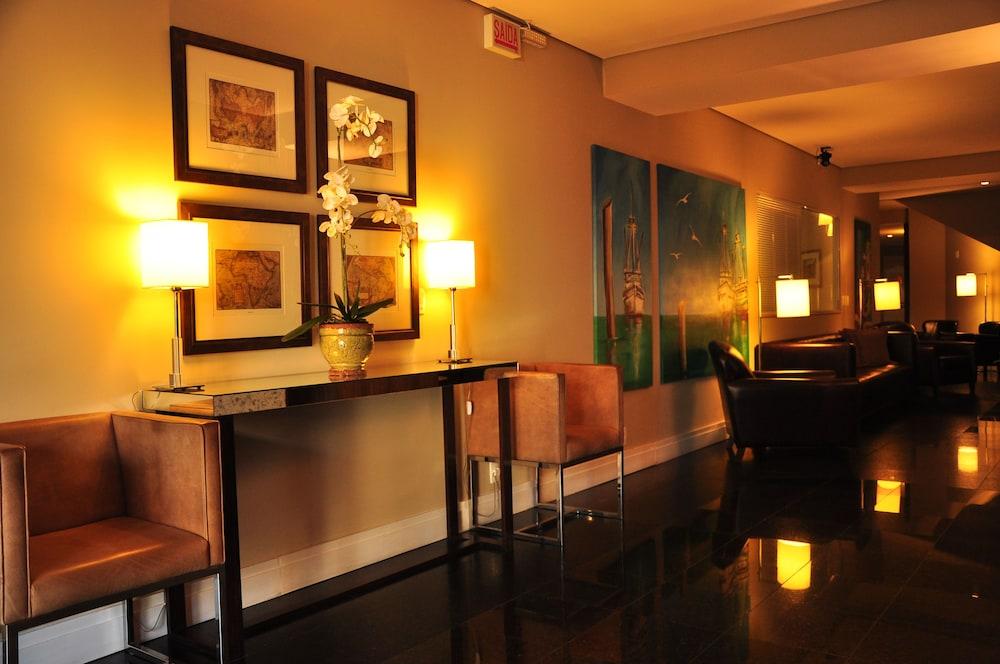 호텔 포르토 다 일하(Hotel Porto da Ilha) Hotel Image 1 - Lobby Sitting Area