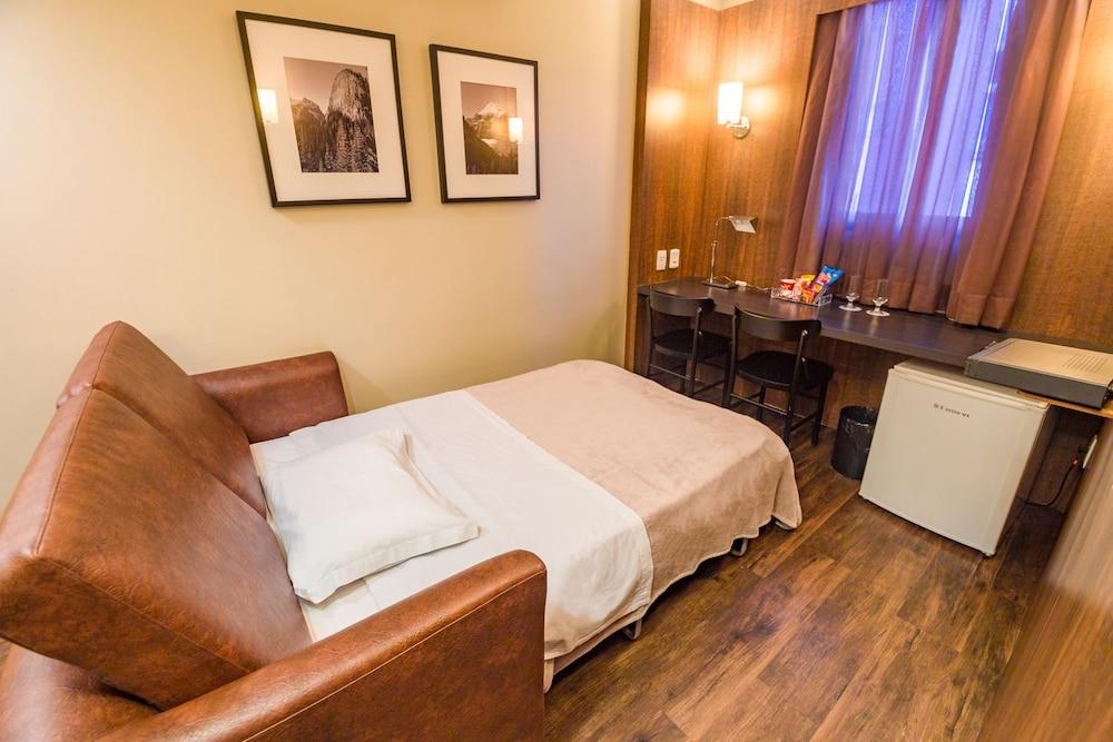 호텔 포르토 다 일하(Hotel Porto da Ilha) Hotel Image 18 - Guestroom