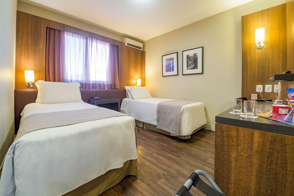 호텔 포르토 다 일하(Hotel Porto da Ilha) Hotel Image 22 - Guestroom