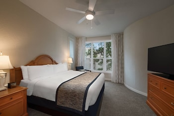 Guestroom at Marriott's Monarch at Sea Pines in Hilton Head Island