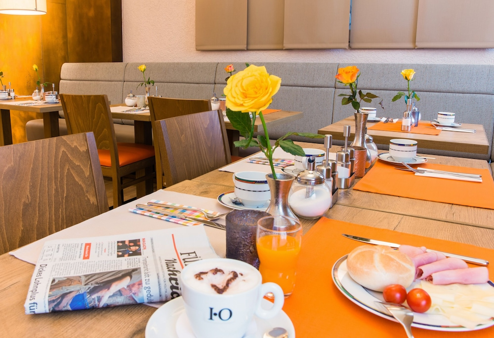 앰비언트 호텔 암 유로파카날(Ambient Hotel Am Europakanal) Hotel Image 36 - Dining