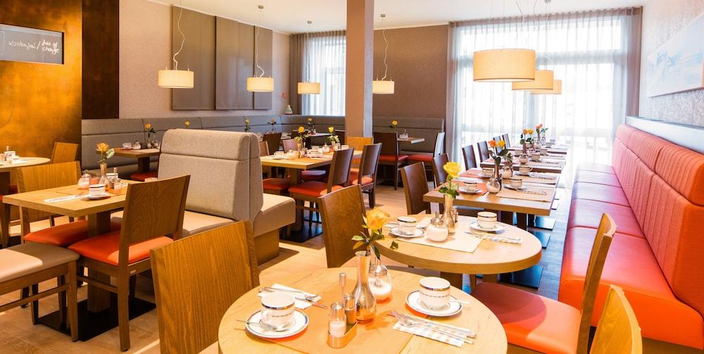 앰비언트 호텔 암 유로파카날(Ambient Hotel Am Europakanal) Hotel Image 41 - Breakfast Area