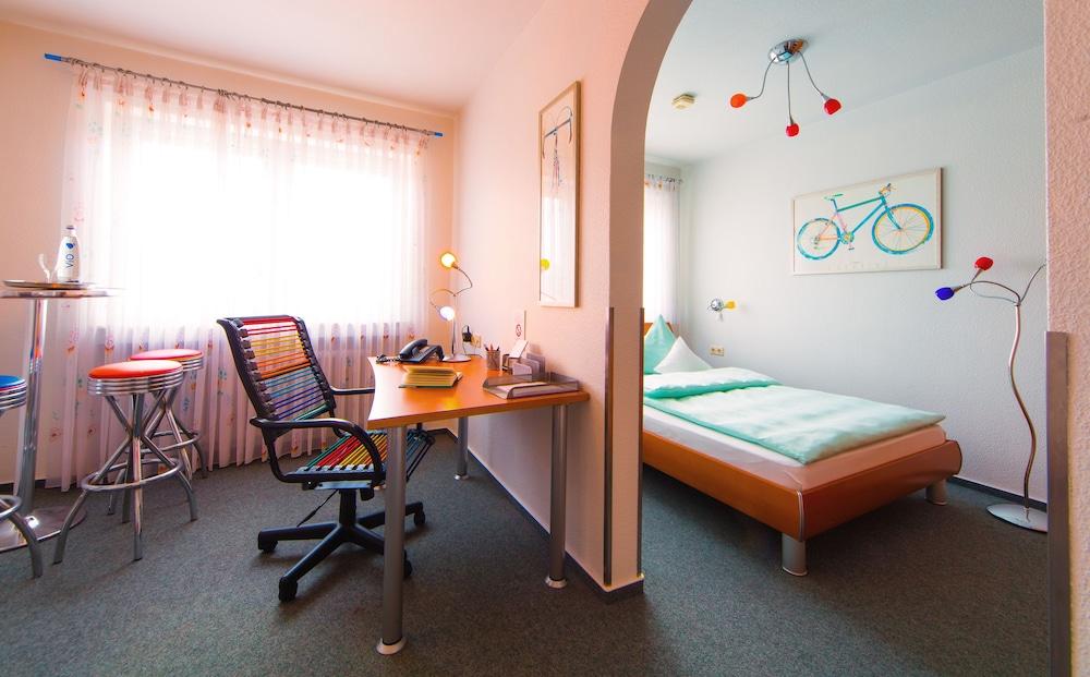 앰비언트 호텔 암 유로파카날(Ambient Hotel Am Europakanal) Hotel Image 25 - Guestroom