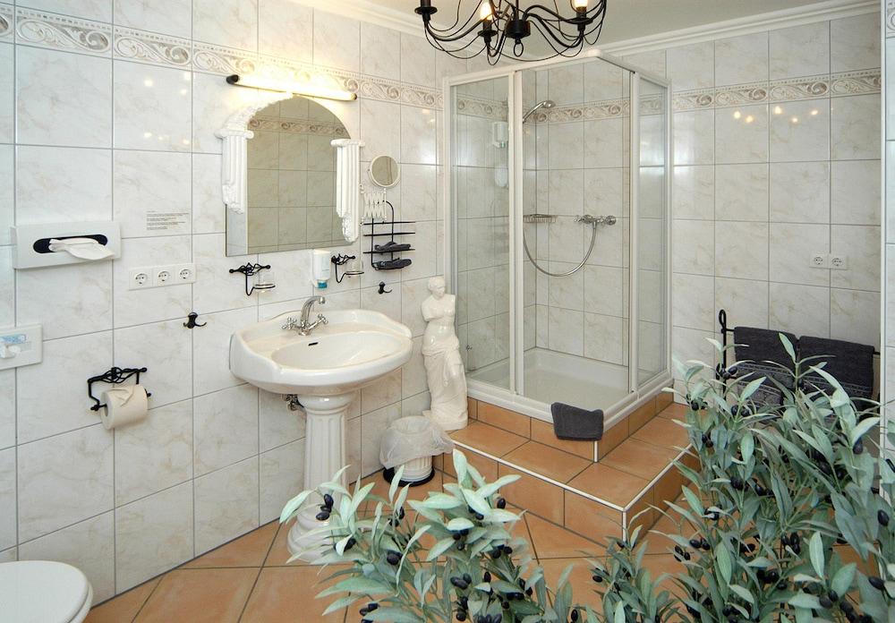 앰비언트 호텔 암 유로파카날(Ambient Hotel Am Europakanal) Hotel Image 33 - Bathroom