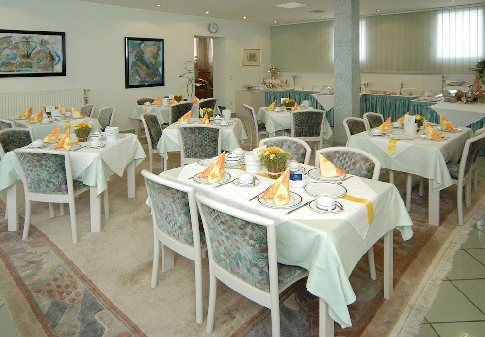 앰비언트 호텔 암 유로파카날(Ambient Hotel Am Europakanal) Hotel Image 37 - Breakfast Area