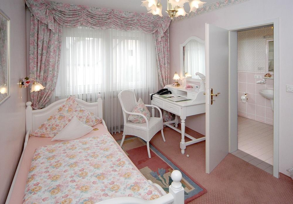앰비언트 호텔 암 유로파카날(Ambient Hotel Am Europakanal) Hotel Image 3 - Guestroom