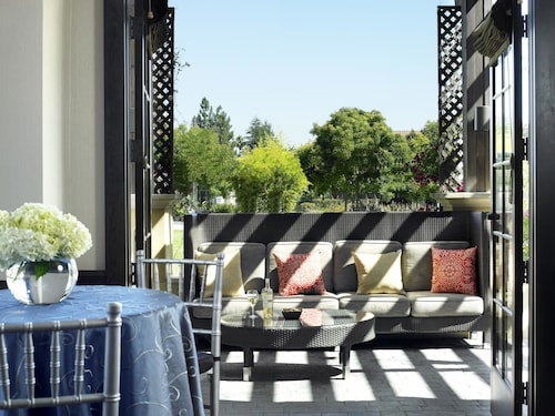 Juniper Hotel Cupertino, Curio Collection by Hilton, Santa Clara