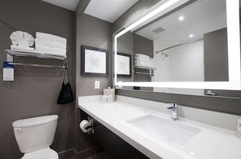 Standard Room, 2 Queen Beds, Non Smoking, Refrigerator & Microwave