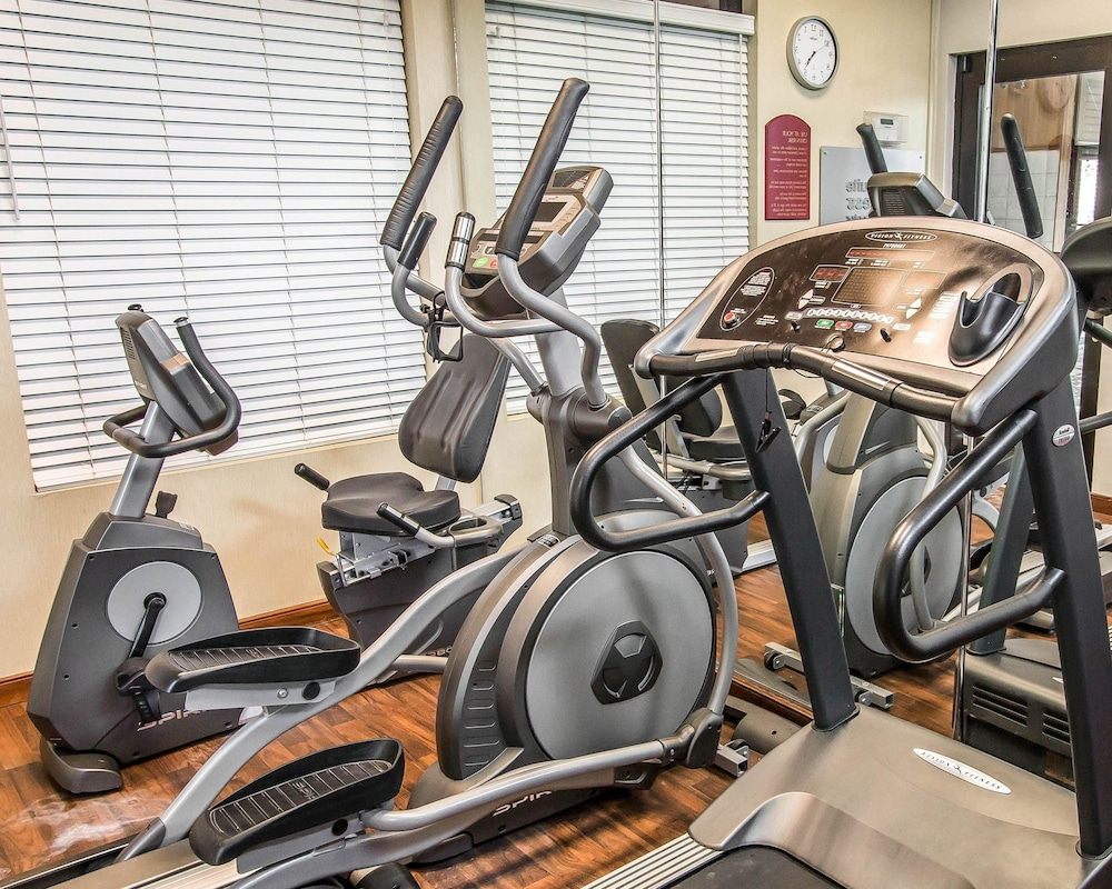 Health and Fitness : Fitness Facility 25 of 93