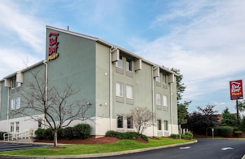 Red Roof Inn PLUS+ Boston - Logan
