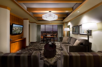 Casino Tower One-Bedroom Suite Queens Nonsmoking Valley