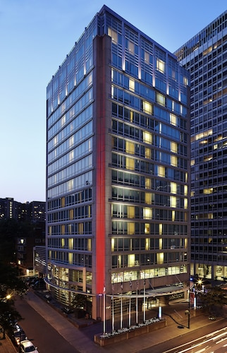 . Sofitel Montreal Golden Mile