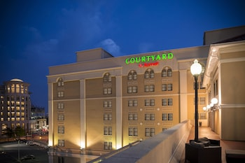 Exterior at Courtyard by Marriott Norfolk Downtown in Norfolk