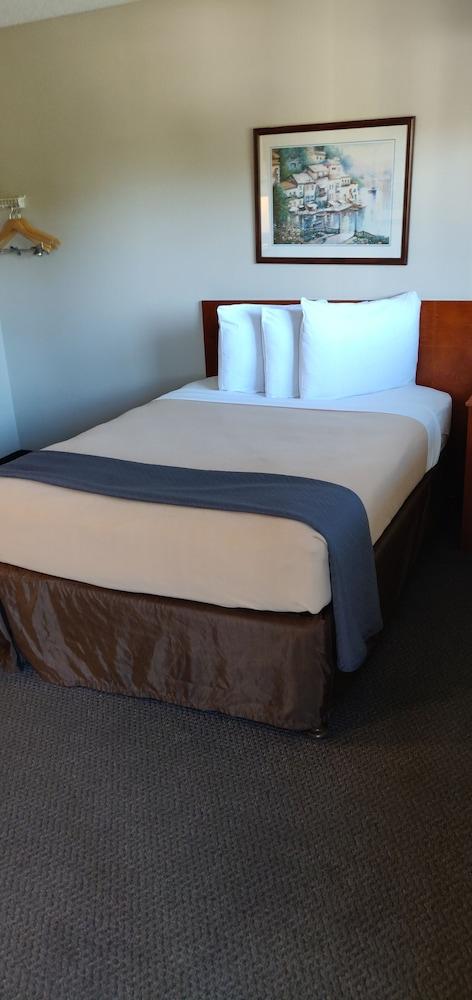 Room, 1 Queen Bed, Accessible, Non Smoking (Efficiency, Accessible Tub)