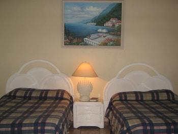 Standard Room, 2 Double Beds, Oceanfront