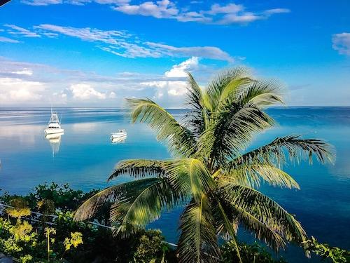 . Silver Seas Hotel