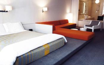 Room (WOW!)