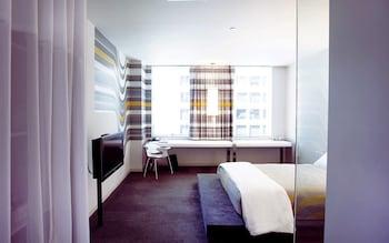 Room (Medium)