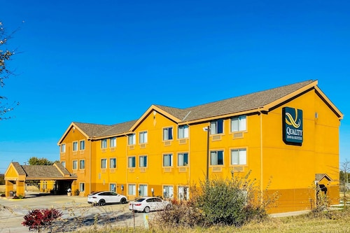 . Quality Inn & Suites Bethany