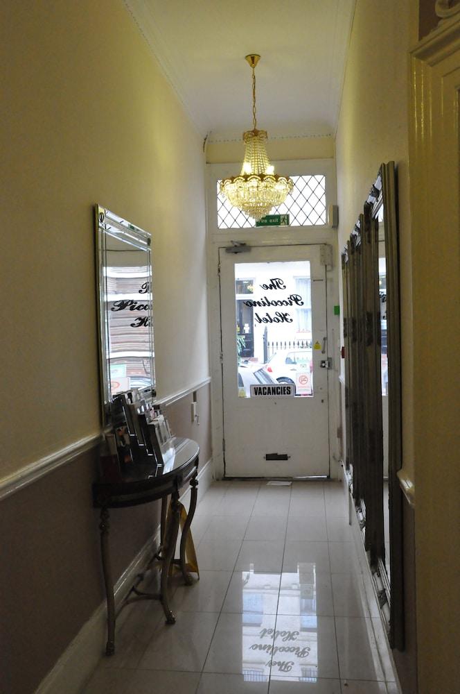 피콜리노 하이드 파크 호텔(Piccolino Hyde Park Hotel) Hotel Image 40 - Hallway