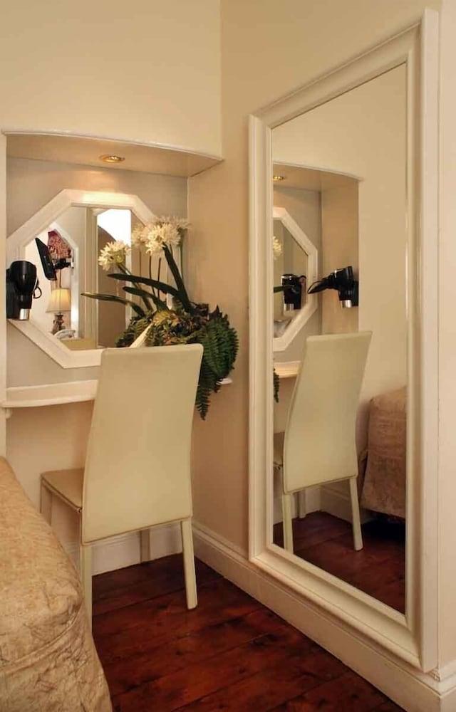 피콜리노 하이드 파크 호텔(Piccolino Hyde Park Hotel) Hotel Image 30 - Living Area