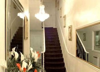 피콜리노 하이드 파크 호텔(Piccolino Hyde Park Hotel) Hotel Image 42 - Staircase