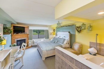 Suite, 1 King Bed, Non Smoking (Country Cottage Suite)