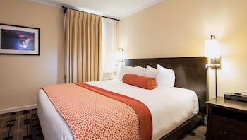 Suite, 1 King Bed with Sofa bed, Non Smoking, Refrigerator & Microwave