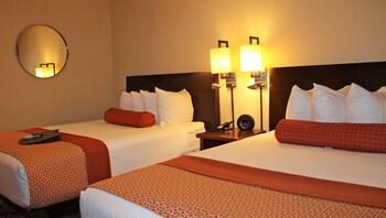 Suite, Non Smoking, Kitchen (3 Queen Beds)