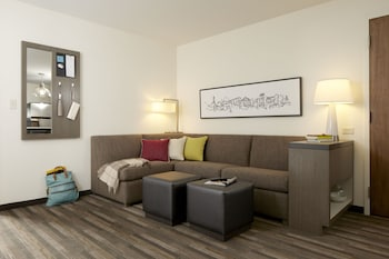 Studio Suite, 1 King Bed, Accessible (Shower)