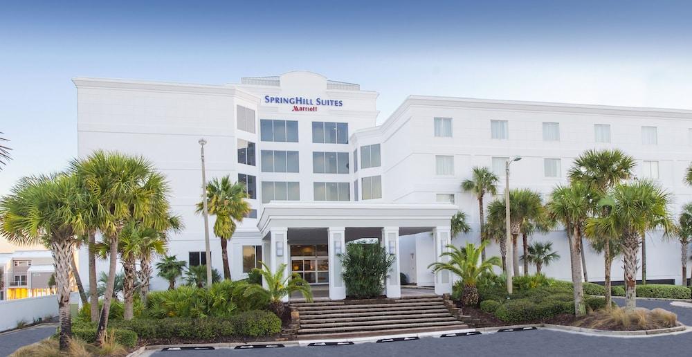 https://i.travelapi.com/hotels/1000000/890000/889800/889779/15149d82_z.jpg