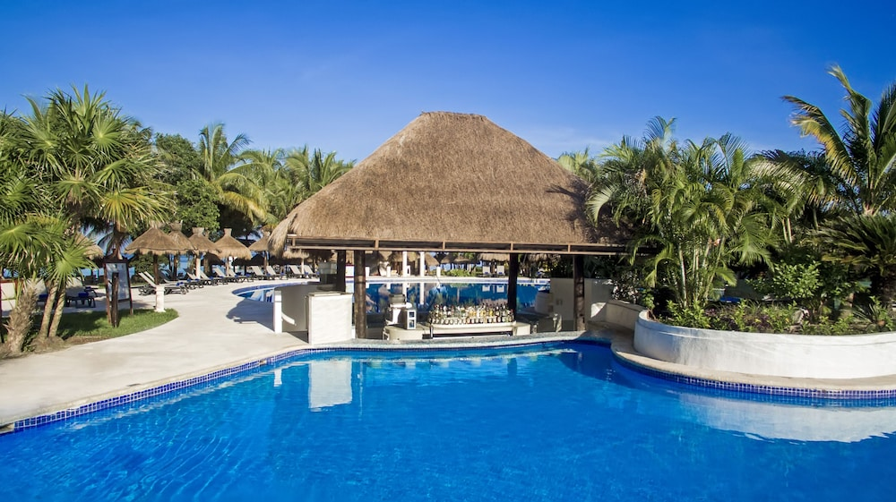 https://i.travelapi.com/hotels/1000000/890000/889900/889873/19471a8b_z.jpg