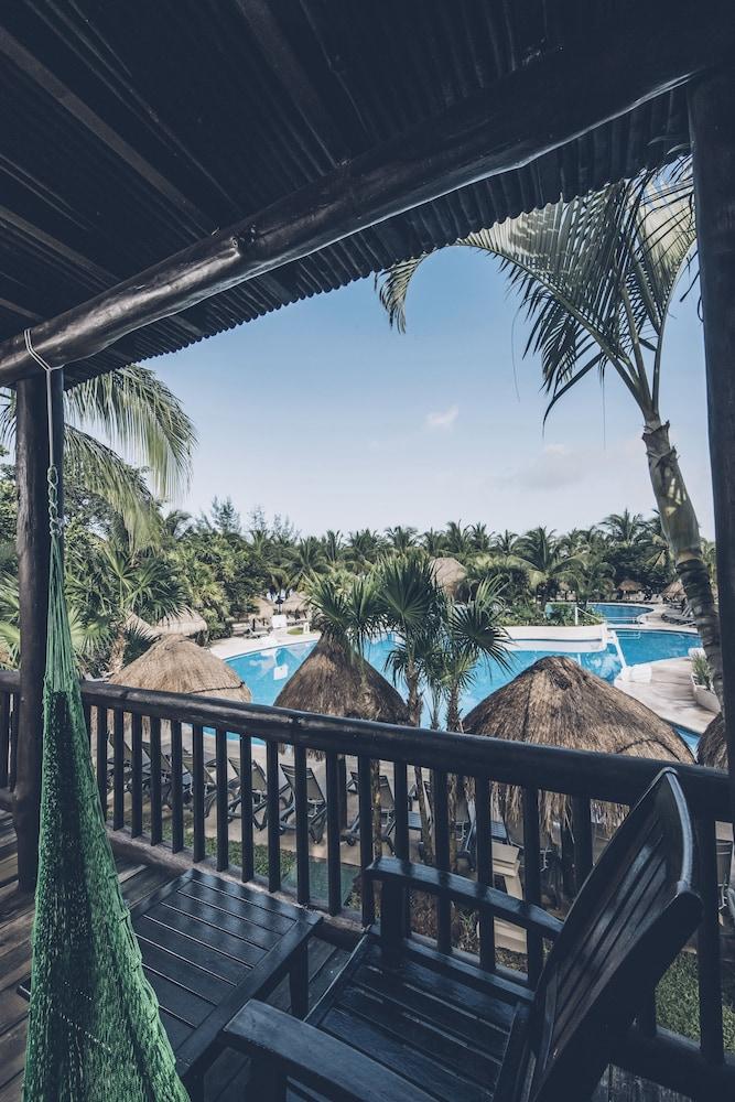 https://i.travelapi.com/hotels/1000000/890000/889900/889873/36766b5b_z.jpg